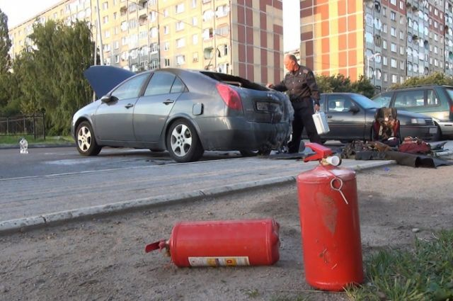 На придомовой стоянке в Калининграде сгорело 8 автомобилей.