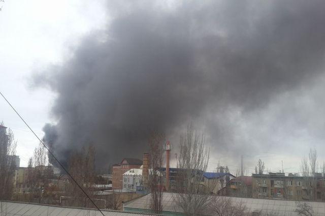 Рынок вспыхнул вцентре Махачкалы— интенсивный пожар