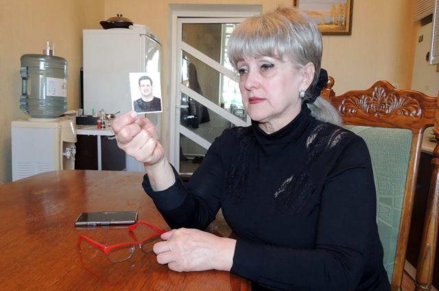 Валентина Тюхтина с фотографией сына Станислава Папояна.