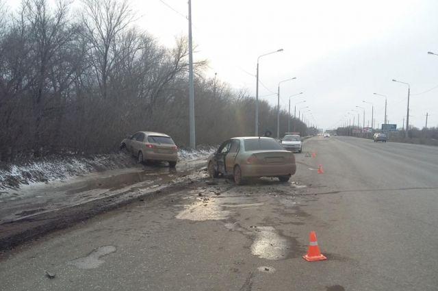 Под Оренбургом встолкновении Митцубиши и Шевроле Lacetti пострадал шофёр изБузулука