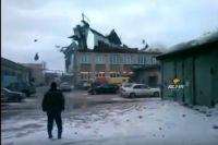 В Новосибирске сразу у нескольких административных зданий сорвало крышу. Здание на ул. Богдана Хмельницкого.