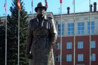 Памятник Ахмерову И.А. установлен в Челябинске на Алом поле.