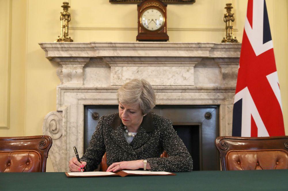 29 марта. Премьер-министр Великобритании Тереза Мэй подписала официальное письмо-уведомление президенту Европейского совета Дональду Туску о старте выхода страны из Европейского союза.