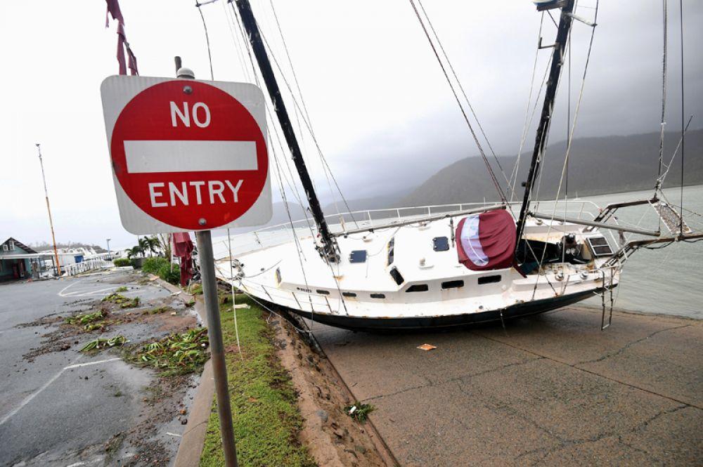 28 марта. На северо-восточное побережье Австралии обрушился мощный тропический циклон «Дебби».