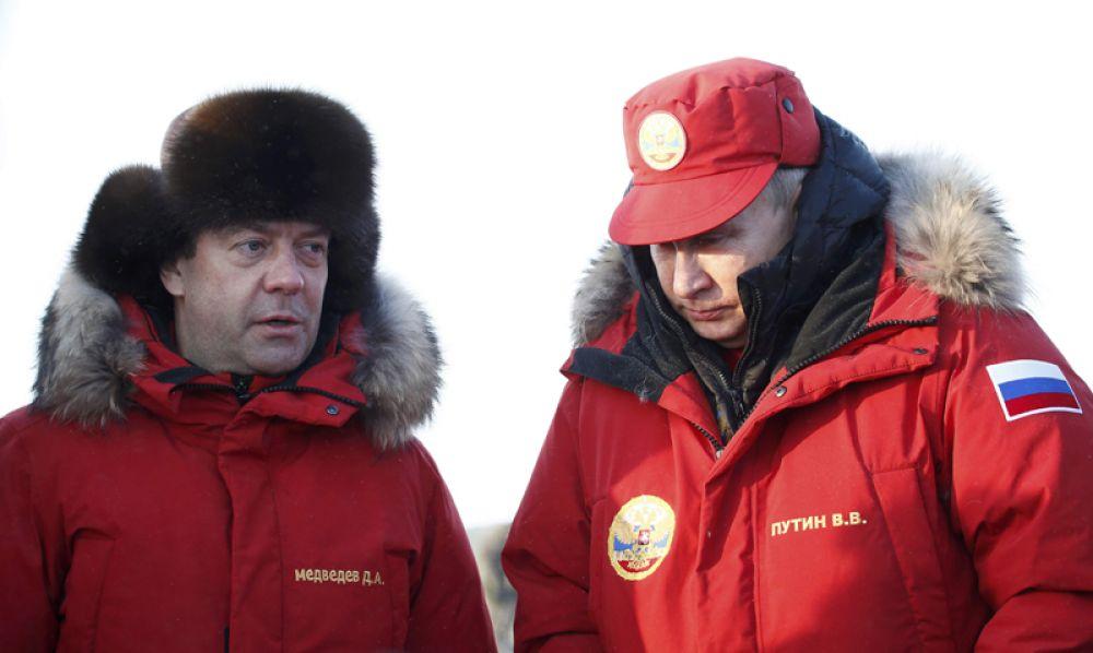 29 марта. Владимир Путин и Дмитрий Медведев посетили остров Александры в архипелаге Земля Франца-Иосифа. В ходе поездки они проверили итоги «генеральной уборки» отходов.