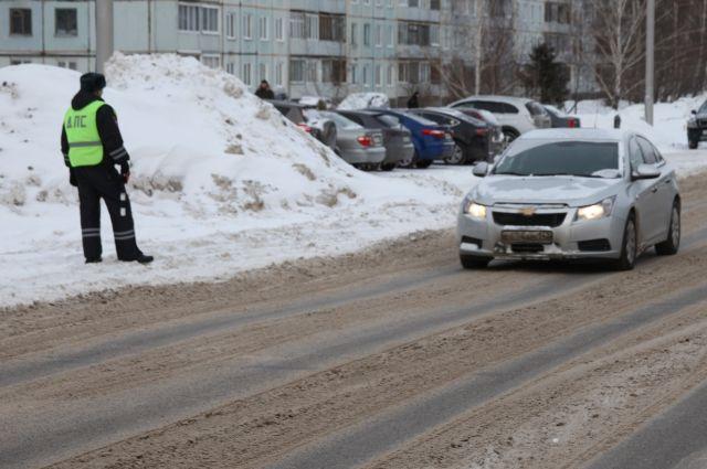 Под Тамбовом нарушитель протащил автоинспектора накапоте