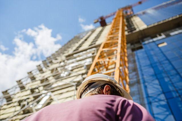 ВРостове строитель впроцессе работы упал с6-го этажа