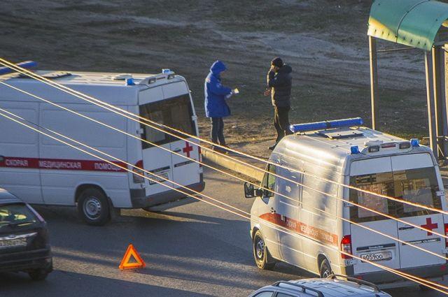 Иностранная машина вПетербурге выехала натротуар исбила насмерть 2-х пешеходов