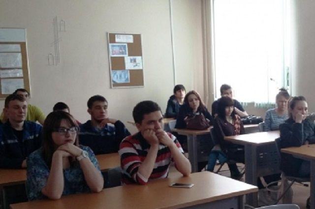 Лабытнангским студентам предлагают стать бойцами стройотрядов.
