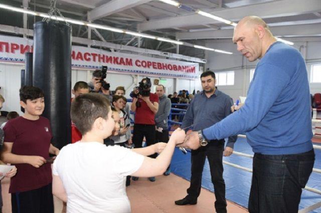 Николай Валуев встретился с тазовскими школьниками.