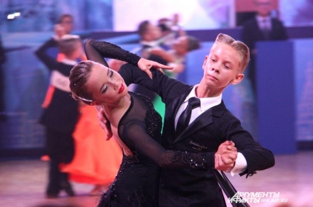В финале соревновались участники в трёх возрастных группах.