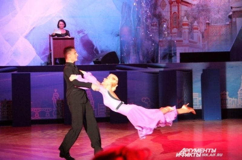 Гостями фестиваля стали Дмитрий Жарков и Ольга Куликова (Москва) - двукратные чемпионы мира по европейской программе. Их называют одной из самых гармоничных танцевальных пар России и мира.