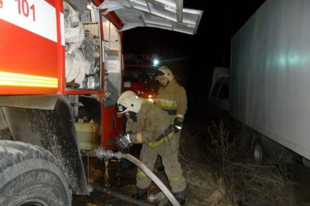 Горящую постройку вЗаокском районе тушили 6 человек