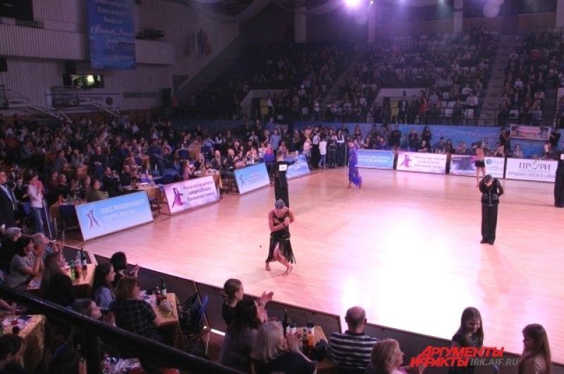 Фестиваль танцевального спорта проходит в Иркутске с 1993 года. За это время он очень полюбился публике.