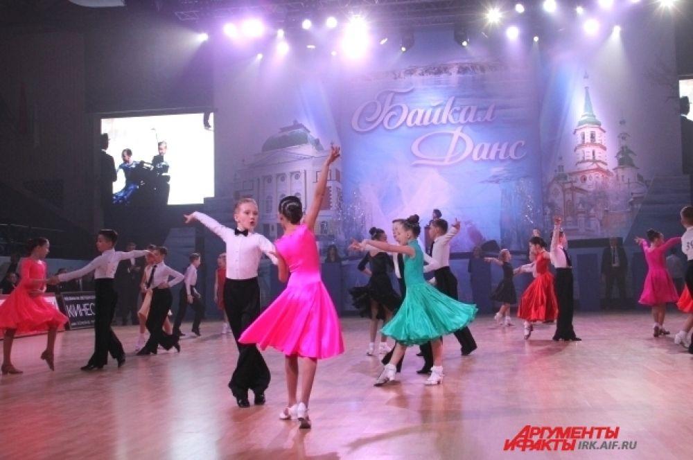 В соревнованиях участвовали пары из Бурятии, Красноярского, Алтайского и Забайкальского краёв, Иркутской области и Москвы.