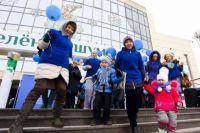 В Сургуте уже два года проходит акция «Зажги синим», на которой распространяют информацию об аутизме.