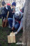 Также малышам еще трудно работать с инструментами, поэтому им помогали отцы и старшие братья.