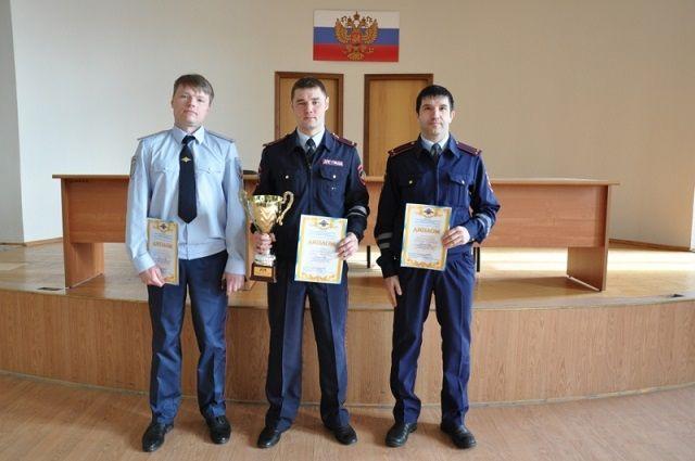 Лучшим дорожным инспектором Ямала стал новоуренгоец, второе и третье место поделили салехардец и лейтенант из Лабытнанги.