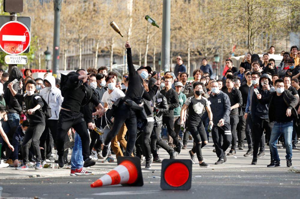 Изначально митинг был анонсирован как мирный, однако акция быстро переросла в беспорядки.