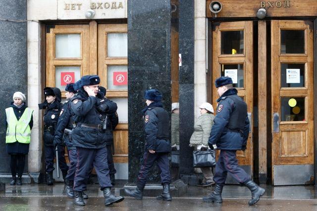 ВФСБ поведали о«начинке» обезвреженной на«Площади восстания» бомбы
