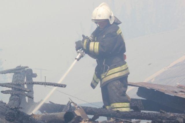 2,5 часа боролись пожарные с огнём.