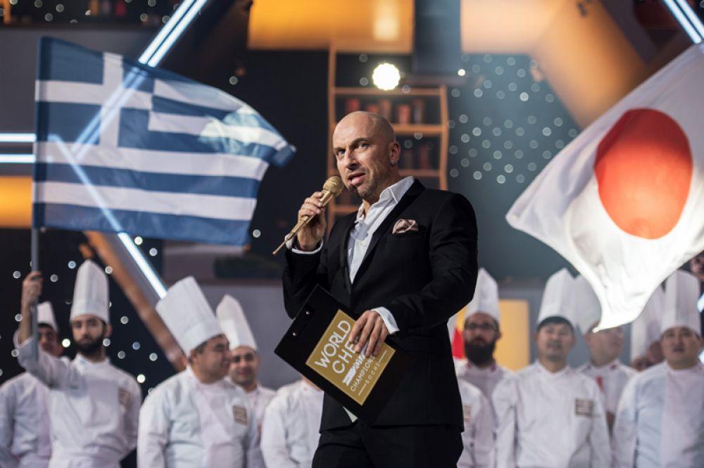 Хозяин ресторана «Claude Monet» в телесериале «Кухня» (2012-2016).