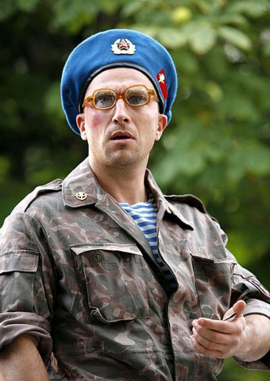 Прапорщик в кинокомедии производства ТНТ и Comedy Club «Самый лучший фильм» (2008).