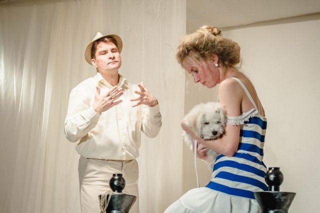 «Дама с собачкой» — одна из последних премьер драмтеатра. Актёры В. Бондаренко и Н. Войтюк.