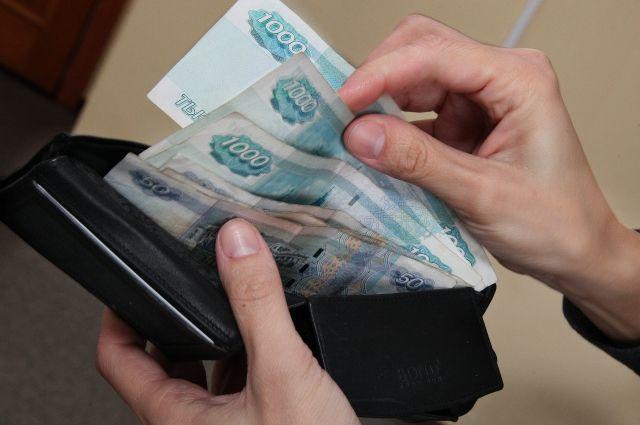 Пристав присвоили больше 14 тысяч рублей