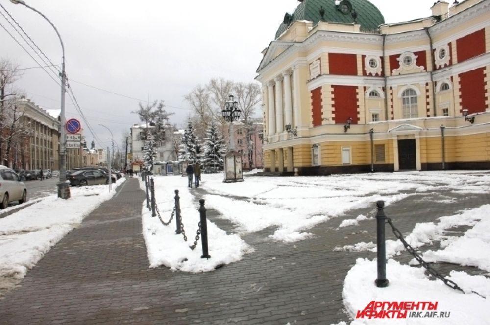 В апреле Иркутск побелел.