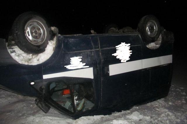 Автобус колесами вверх: что произошло вДомбаровском районе?