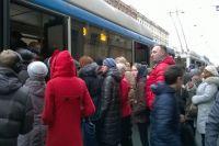 После теракта в метро горожане штурмуют автобусы