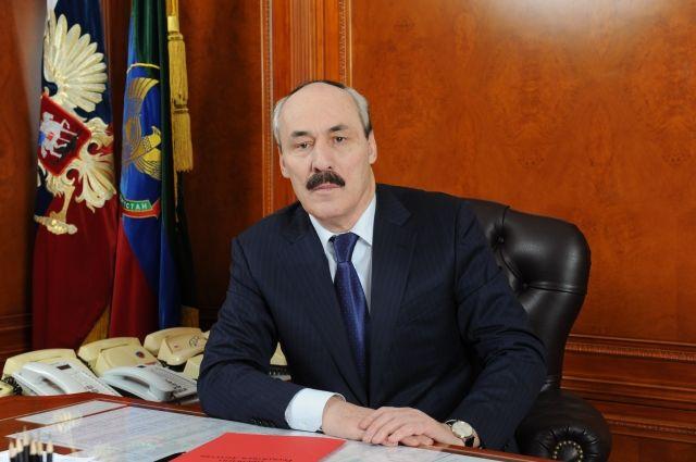 Загод доходы руководителя Дагестана упали на 10 тыс. руб.