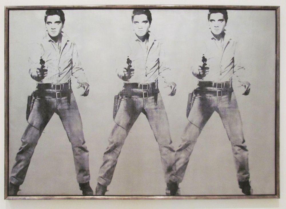 Портрет «Тройной Элвис», созданный художником в 1963 году, ушёл с молотка в 2014 году за 81,9 млн долларов.