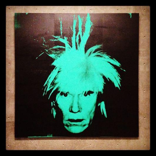 Большой автопортрет Уорхола, написанный им в 1986-м году, был приобретён за $ 32,6 млн долларов.
