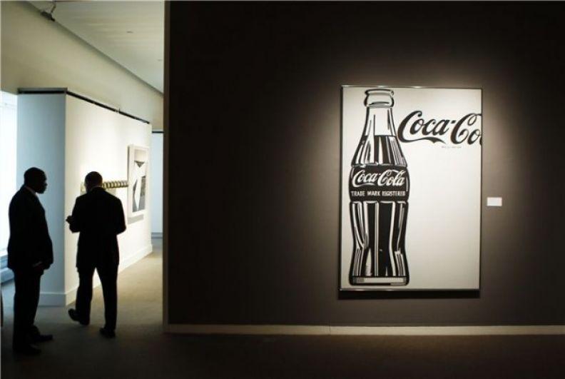 Полотно «Coca-cola», нарисованное художником от руки, продали за 57,2 млн долларов на торгах Christie's.