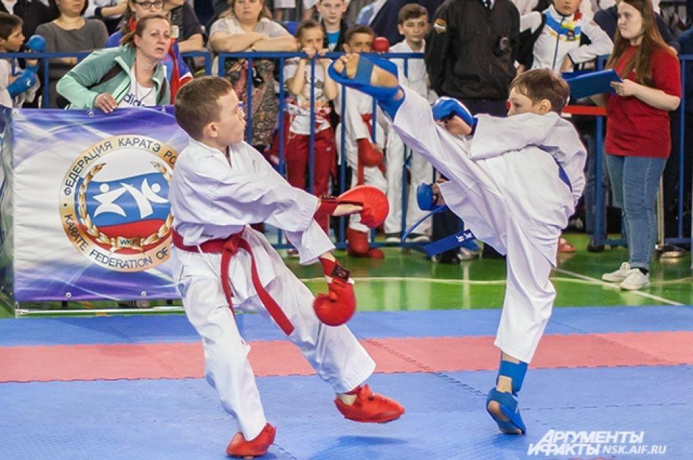 Маленькие спортсмены ничуть не уступали взрослым бойцам