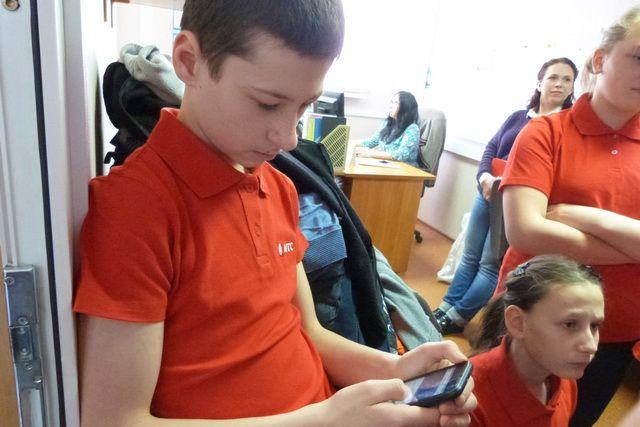 Школьники на экскурсии в головном офисе МТС.