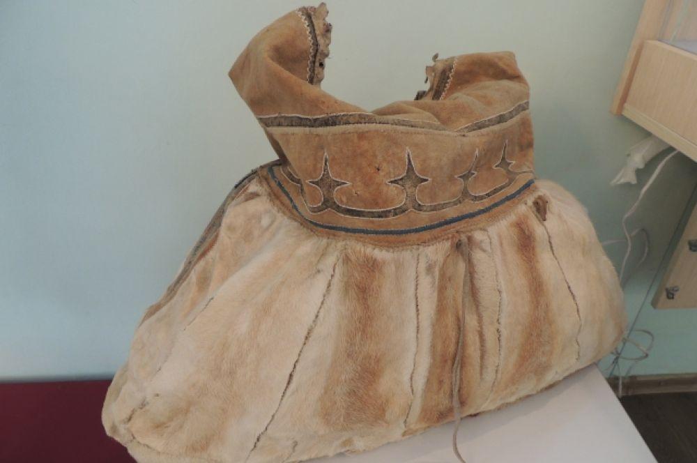 Сумка из оленьей шкуры долганской модницы.