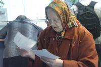 Пожилая женщина отдала мошеннице 65 000 рублей.