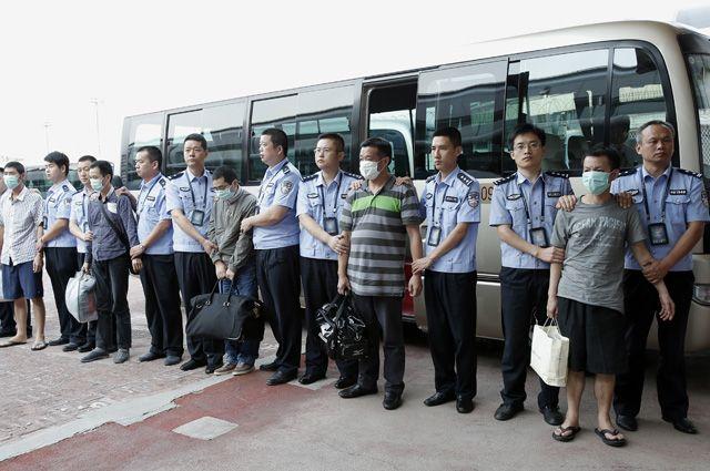 Коррупционеров в КНР ловят целыми кланами. Си Цзиньпин, глава КНР, призвал «бить мух и тигров»: за руку ловят и мелких взяточников, и высокопоставленных расхитителей.