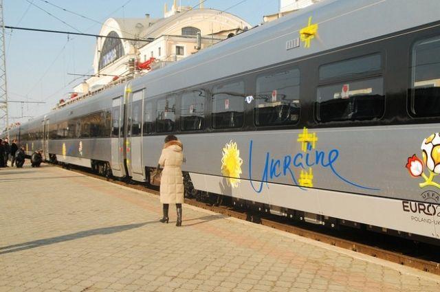 «Укрзализныця» запустила еще два дополнительных поезда намайские праздники