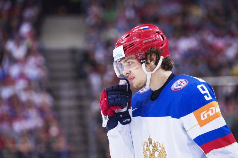 Артемий Панарин (Россия, «Чикаго Блэк Хоукс»). Чемпион мира среди молодёжи, серебряный и бронзовый призёр чемпионатов мира, один из лучших бомбардиров НХЛ текущего сезона.