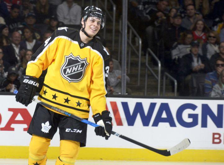 Остон Мэттьюс (США, «Торонто Мэйпл Лифс»). Двукратный чемпион мира среди юниоров, один из лидеров «новой волны» НХЛ, один из лучших бомбардиров НХЛ текущего сезона.