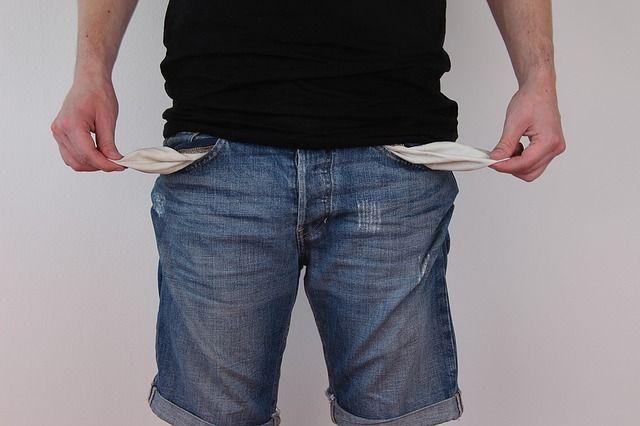 В РФ загод прибавилось 300 тыс. бедняков