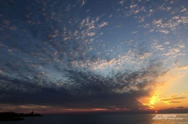 Закат в Крыму в районе Севастополя