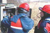 Бригада проводит инструментальную проверку прибора учёта.