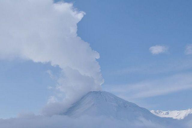 Следить за обстановкой в районе вулкана будут сейсмические приборы.