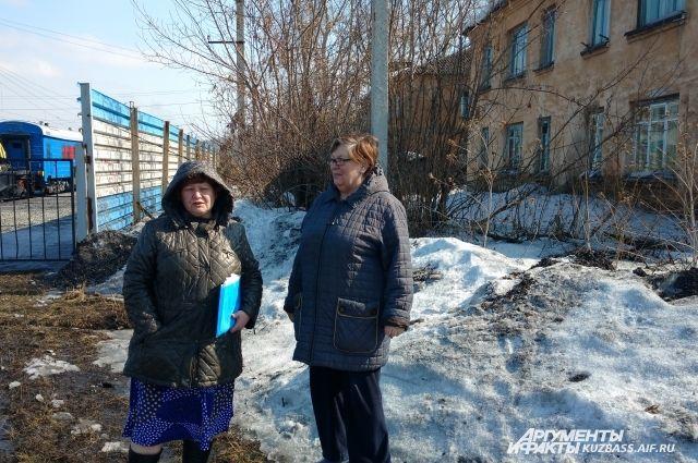 Людмила Ивцова и Любовь Демидова надеются на лучшую жизнь для себя и соседей.