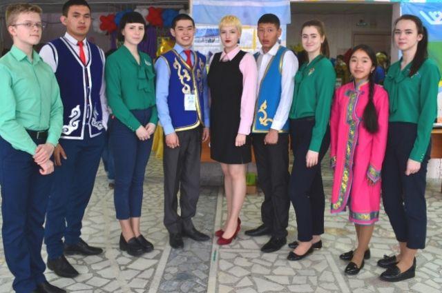 Анна Ковалевская (в центре) стала пятой на конкурсе.